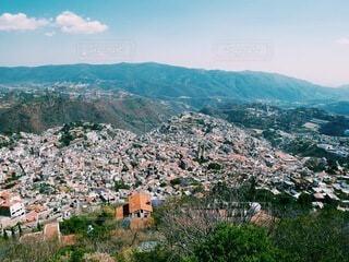 白を基調とした可愛い町 メキシコ タスコ クラシックカー 銀の町の写真・画像素材[4196616]