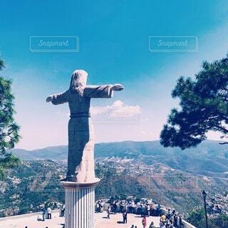 白を基調とした可愛い町 メキシコ タスコ クラシックカー 銀の町の写真・画像素材[4196667]