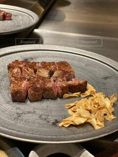食べ物,テーブル,皿,オシャレ,肉,料理,美味しい,ステーキ,にんにく