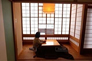 建物,屋内,窓,テーブル,床,壁,家具,ソファ,こたつ