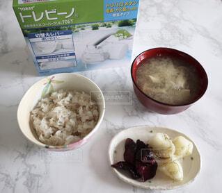 食べ物,味噌汁,漬物,ご飯,和食,お昼ごはん,もち麦