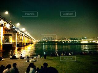 夜の漢江からの夜景の写真・画像素材[4220006]