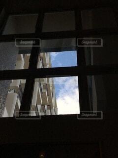 空,建物,屋内,雲,窓