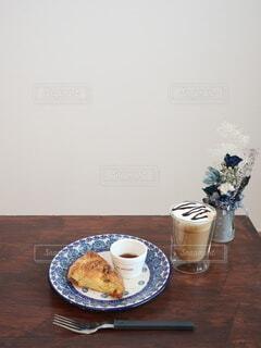 スコーンとカフェラテの写真・画像素材[4199209]