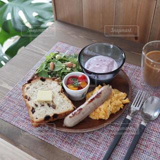 食べ物,パン,ワンプレート,サラダ,木目,カフェ風,ブランチ,ファストフード