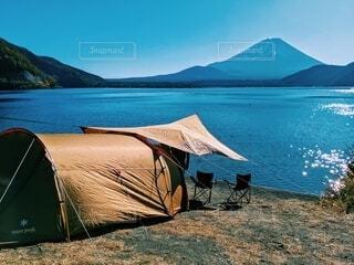湖畔テントの写真・画像素材[4203708]