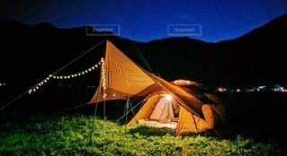 夜のキャンプの写真・画像素材[4203718]