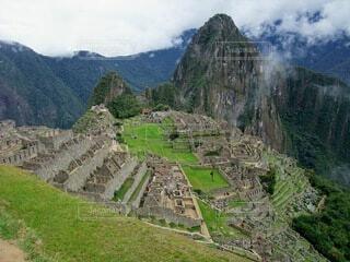 山を背景にしたマチュピチュの写真・画像素材[4202344]