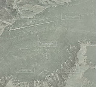 セスナから見たナスカの地上絵「ハチドリ」の写真・画像素材[4211610]