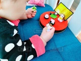 初節句の準備をする赤ちゃんの写真・画像素材[4212090]