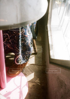 近くのガラス花瓶の写真・画像素材[1230124]