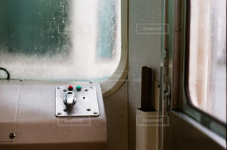 梅雨の車窓の写真・画像素材[2136764]
