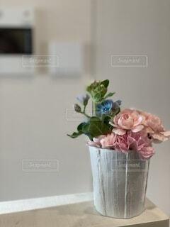 花,キッチン,屋内,花束,花瓶,バラ,薔薇,壁,癒し,観葉植物,草木,キッチンでの癒し