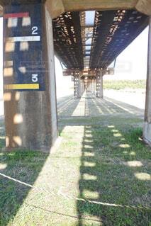 橋,屋外,晴れ,影,草,鉄橋,草木,橋の下,鉄道橋