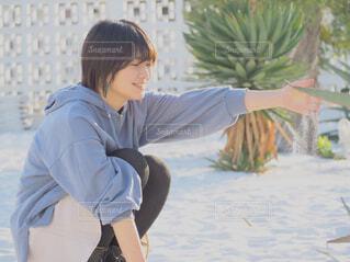 風景,海,屋外,砂浜,女,遊ぶ,人物,人,横浜,砂遊び,南国風,彼女