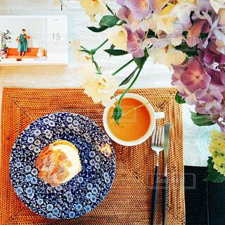 食べ物,カフェ,花,花瓶,デザート,おやつ,リラックス,絵画,食器,ティータイム,料理,おうちカフェ,ドリンク,シュークリーム,おうち,ライフスタイル,おうち時間,ステイホーム