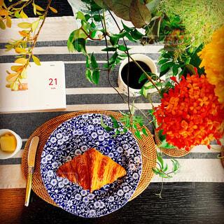 カフェ,花,パン,リラックス,ティータイム,デザイン,クロワッサン,ご馳走,おうちカフェ,ドリンク,カラー,おうち,ライフスタイル,草木,漫画,おうち時間,図,ステイホーム