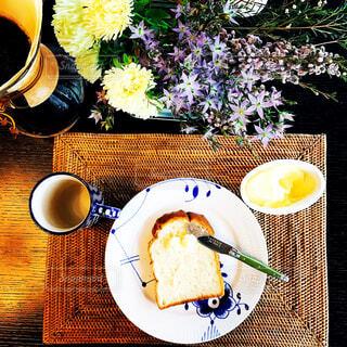 食べ物,カフェ,食事,パン,皿,トースト,リラックス,食器,ティータイム,バター,料理,おうちカフェ,ドリンク,ダイニングテーブル,おうち,ライフスタイル,おうち時間,ステイホーム