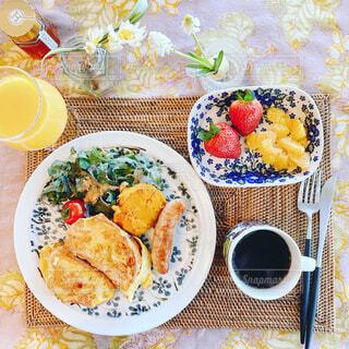 食べ物,カフェ,食事,朝食,ディナー,テーブル,皿,リラックス,食器,おいしい,おうちカフェ,ドリンク,おうち,菓子,ライフスタイル,レシピ,ファストフード,大皿,リラックスタイム,おうち時間,ステイホーム