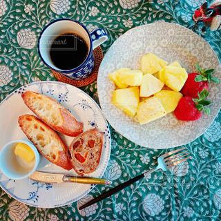 食べ物,カフェ,コーヒー,朝食,テーブル,果物,皿,リラックス,食器,カップ,おうちカフェ,ドリンク,おうち,菓子,ライフスタイル,ファストフード,スナック,おうち時間