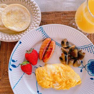 食べ物,カフェ,ケーキ,食事,朝食,デザート,テーブル,果物,皿,リラックス,食器,カップ,おいしい,おうちカフェ,ドリンク,おうち,ライフスタイル,レシピ,ファストフード,イチゴ,リラックスタイム,おうち時間,ステイホーム