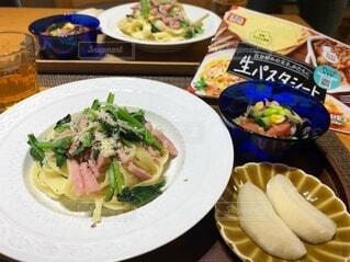 小松菜とベーコンのフィットチーネの写真・画像素材[4712818]