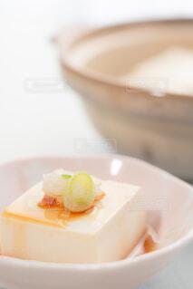 土鍋と湯豆腐 縦構図の写真・画像素材[4229473]