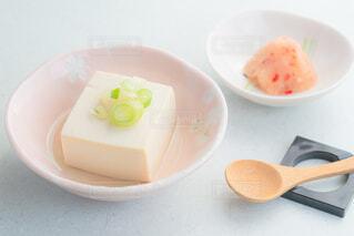 湯豆腐と薬味のネギ、もみじおろしの写真・画像素材[4229482]