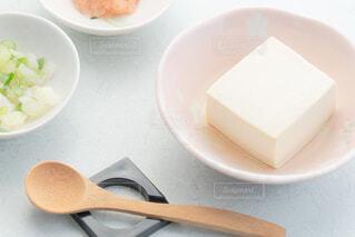 湯豆腐と薬味のネギ、もみじおろしの写真・画像素材[4229483]