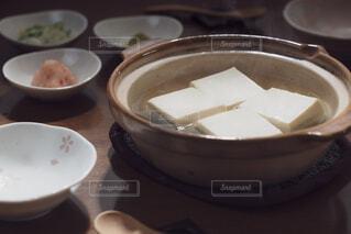 土鍋で調理した湯豆腐の写真・画像素材[4229755]