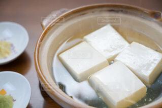 土鍋で調理した湯豆腐の写真・画像素材[4229750]