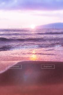 夕日の砂浜の写真・画像素材[4247724]