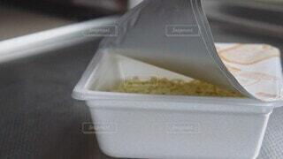 食べ物,キッチン,容器,健康,台所,料理,麺,調理,飯,焼きそば,お湯,ファストフード,シンク,カップ麺,栄養,やかん,即席,時短,3分,プラ