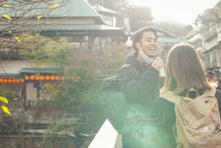旅先で笑顔の男性の写真・画像素材[4291807]