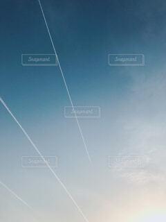 ひこうき雲の写真・画像素材[4297291]