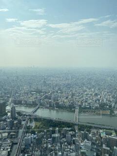 空,建物,屋外,雲,水面,山,タワー,高層ビル