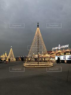 空,建物,屋外,タワー,高層ビル,クリスマス ツリー