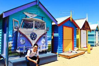 メルボルンのブライトンビーチにあるお洒落な小屋の写真・画像素材[4241886]