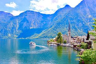 世界で最も美しい湖畔の町の一つとして有名なオーストリアのハルシュタットの写真・画像素材[4241891]