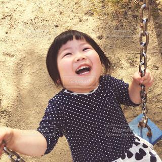 ブランコを楽しむ娘の写真・画像素材[4274781]