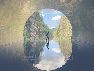 水面を歩くの写真・画像素材[4692381]