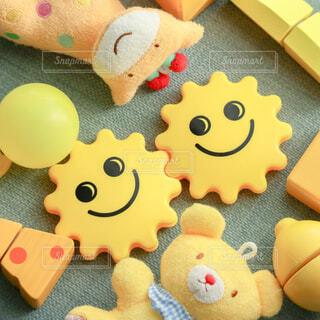 黄色いおもちゃを集めた写真の写真・画像素材[4310040]