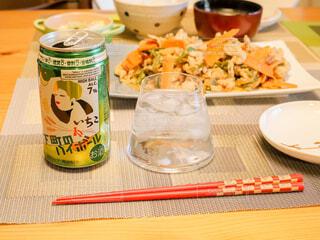 食事とハイボールの写真・画像素材[4379827]