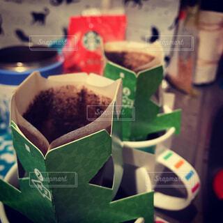 食べ物,カフェ,コーヒー,屋内,緑,リラックス,おうちカフェ,ドリンク,おうち,ライフスタイル,テキスト,幸せな時間,おうち時間