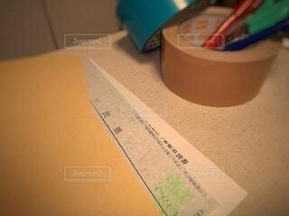 引越のための荷造り道具と手続き書類の写真・画像素材[4282886]