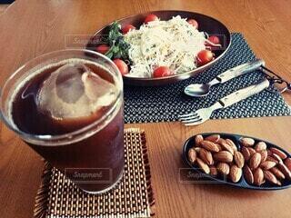 食べ物,コーヒー,食事,朝食,テーブル,皿,カップ,おいしい,ドリンク,ファストフード,簡単,時短,手軽,ソフトド リンク,浄水器,トレビーノ