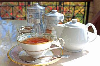 テーブルの上のお茶を一杯の写真・画像素材[2687226]