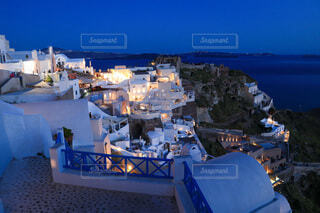 美しいサントリーニ島の夜景の写真・画像素材[4104979]
