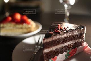 食べ物,カフェ,風景,ケーキ,屋内,クリーム,デザート,フォーク,皿,タルト,リラックス,チョコレート,甘い,甘味,誕生日,おいしい,フルーツケーキ,おうちカフェ,ホイップクリーム,ドリンク,マフィン,誕生日ケーキ,おうち,菓子,ライフスタイル,チョコケーキ,アイシング,イチゴ,デコレーションケーキ,物,ペストリー,バタークリーム,シュガーケーキ,おうち時間,ベーキング,トルテ