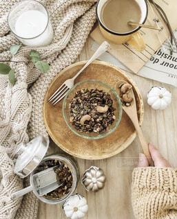 食卓の上の食べ物の写真・画像素材[4339548]